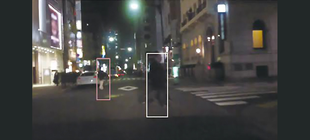 Pedestrians recognized at night by Toshiba's image recognition LSI (TMPV76)