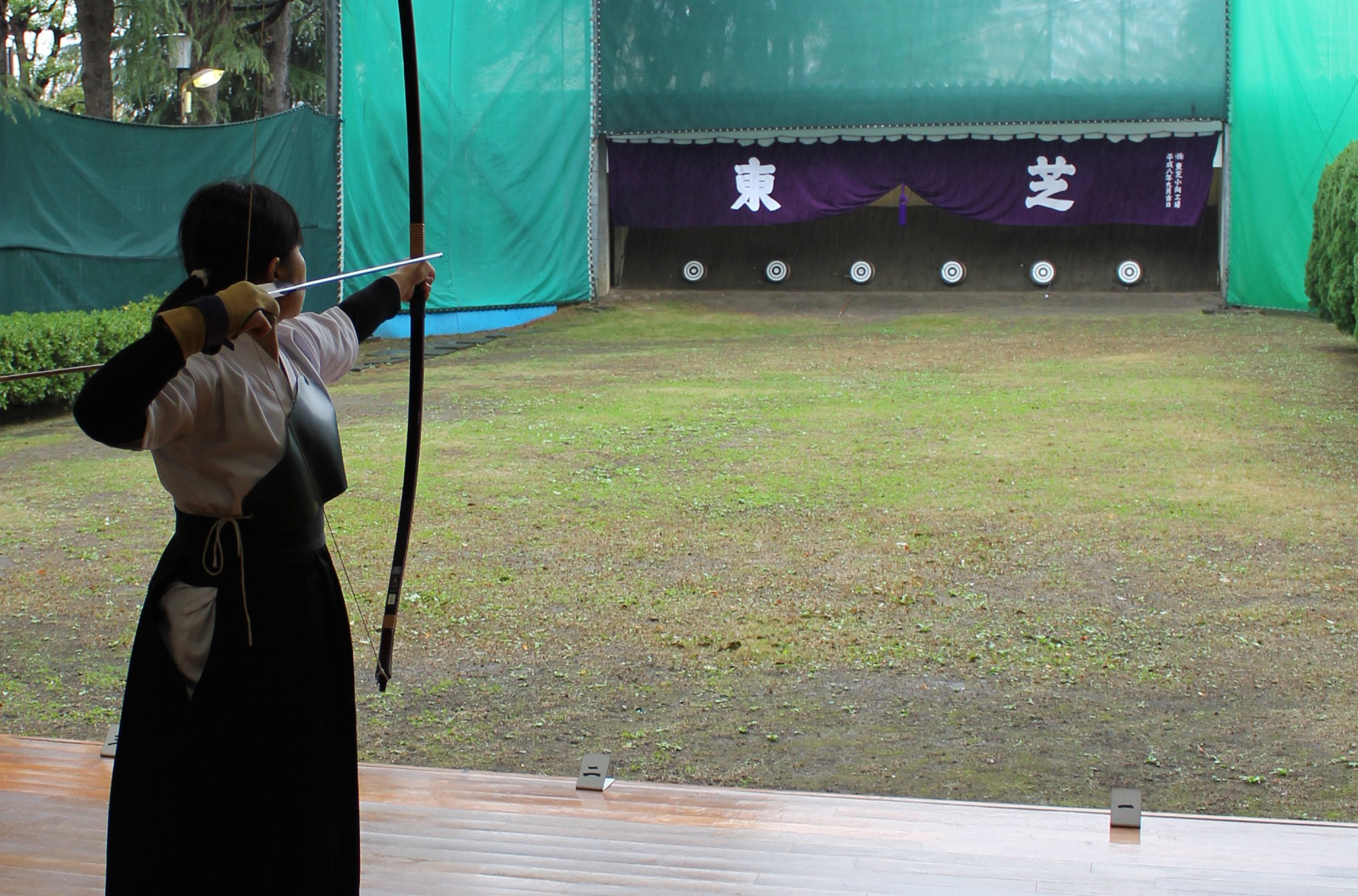 Toshiba's Young Engineers  ~ Drawing on the spirit of kyudo to improve reliability~