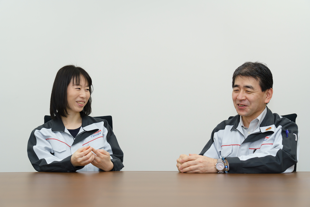 A dialogue with her boss in a peaceful atmosphere, about a career as an engineer