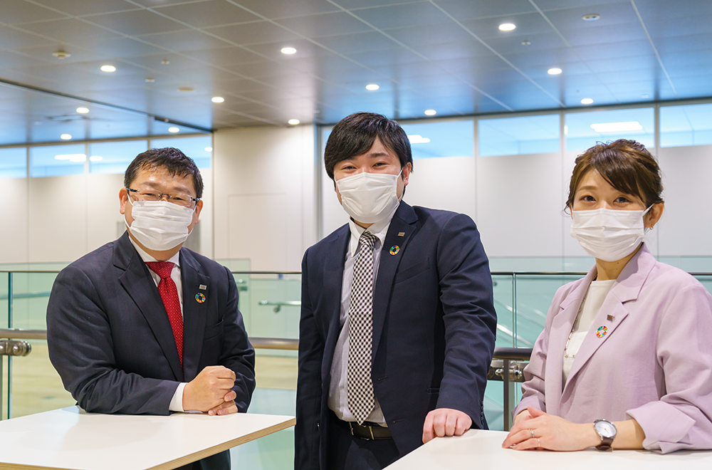 Picture of Kato and her colleagues