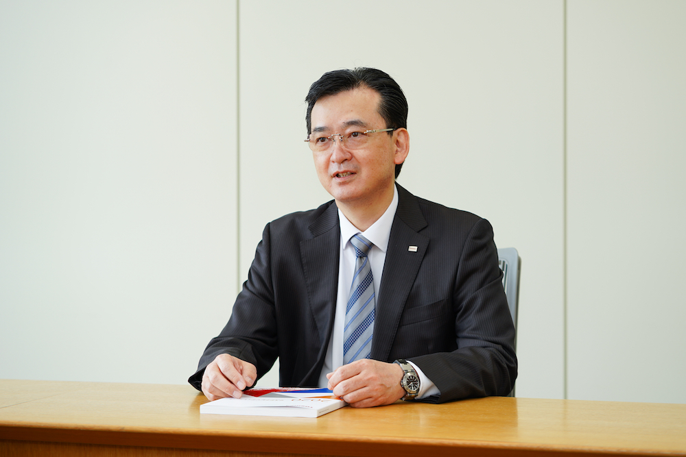 Picture of Kamebuchi at the interview 1