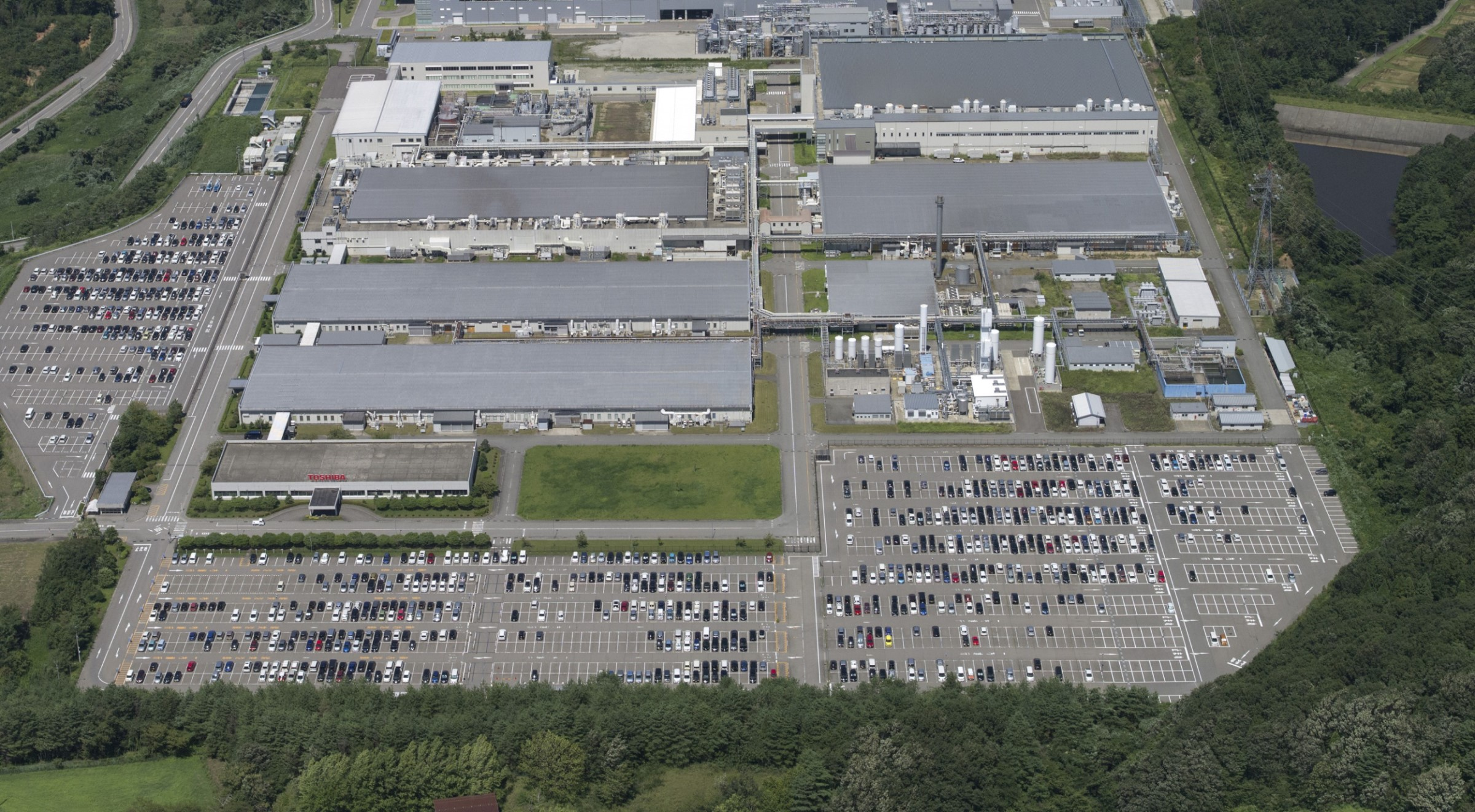 Picture of an aerial view of 300mm wafer facility at Kaga Toshiba Electronics Corporation, in Ishikawa prefecture, Japan