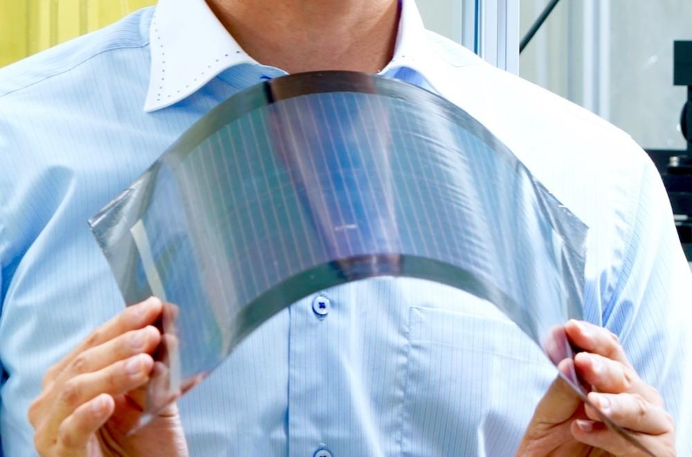 塗って作る、軽くて曲がる電池!? ペロブスカイト太陽電池の可能性