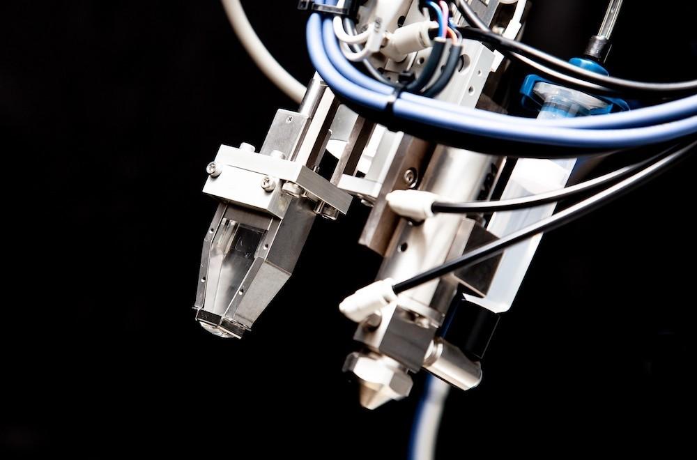 自動車産業に変革をもたらす! 「スポット溶接検査ロボット」とは?