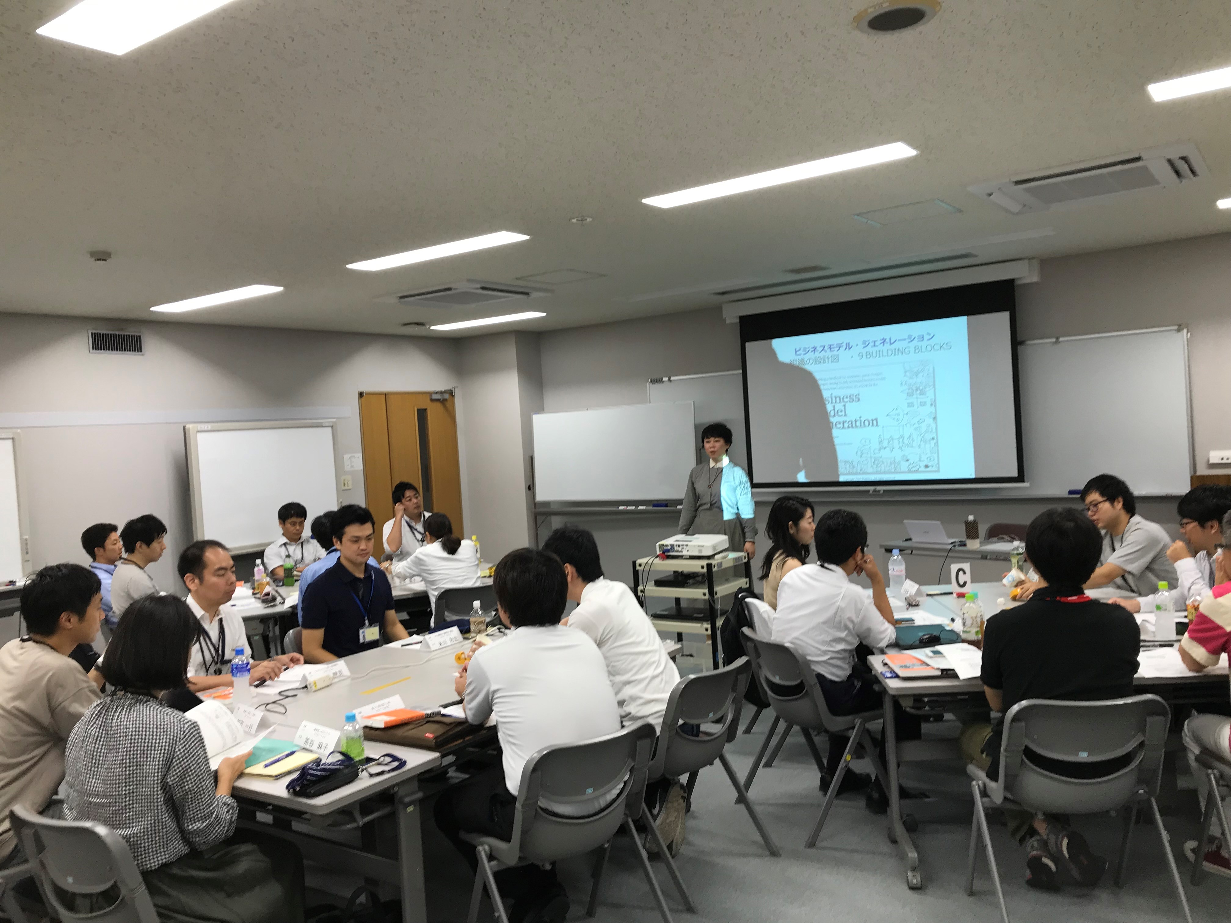 新規ビジネス検討会には、様々な部門からメンバーが参画する