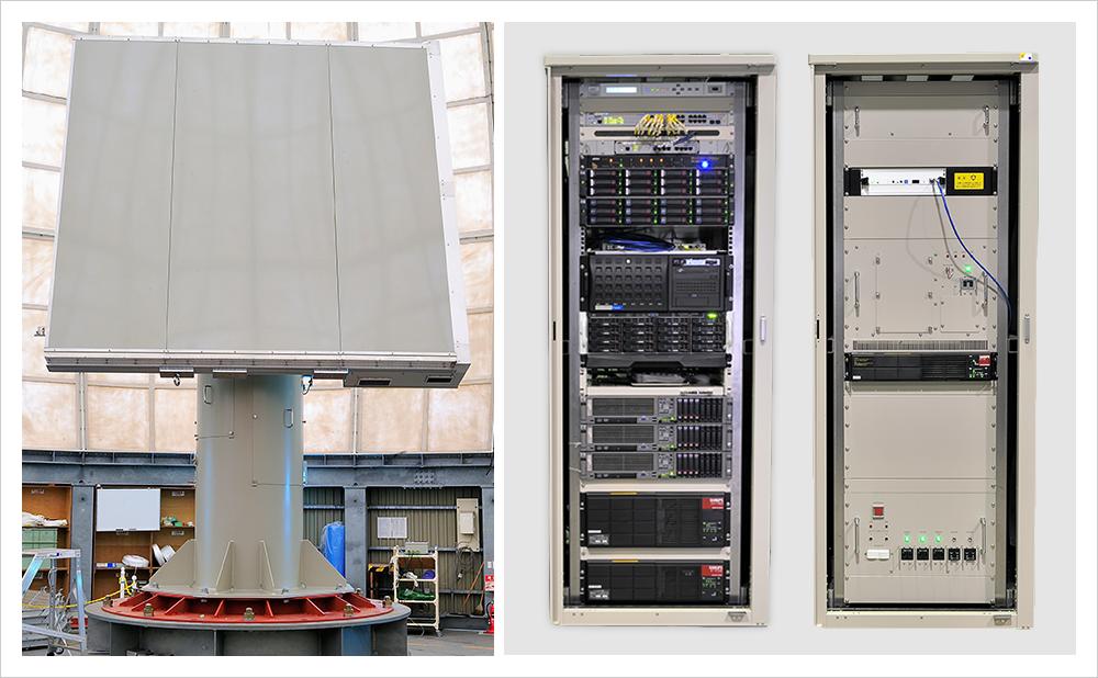 左から順に、フェーズドアレイアンテナ、レーダ処理装置(データ処理・監視制御・表示)、レーダ制御装置(駆動制御・分電盤)