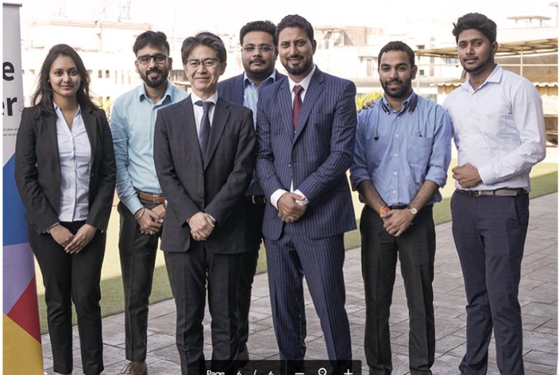 東芝ジョンソンエレベータ・インド社 副社長 ファルハン・ジェイブ氏(写真右から3人目)