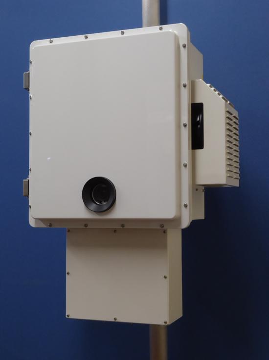 ドローン検知システム 検知装置 下部の丸い部分にカメラが内蔵されている