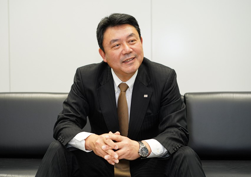 平岡敏行氏