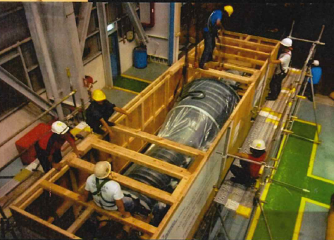 大きなローターを空輸するための準備作業