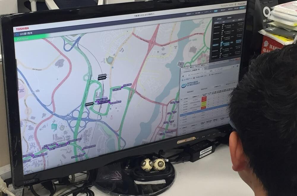 遠隔地からEVバスをモニタリングするクラウド情報システム
